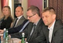 Świat chce inwestować w Polsce… Byleby rząd nie przeszkadzał