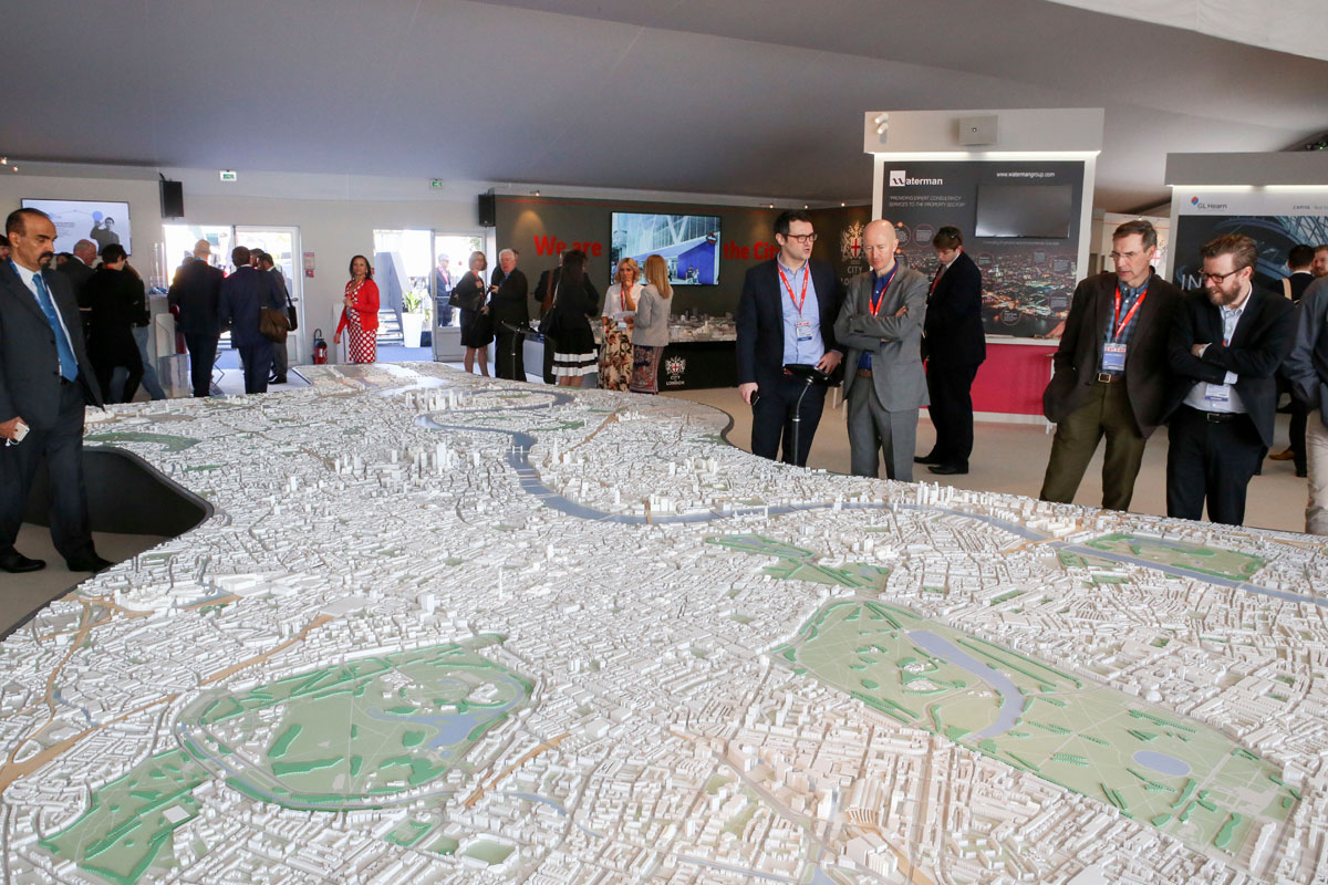 Click to enlarge image MIPIM_0158.jpg