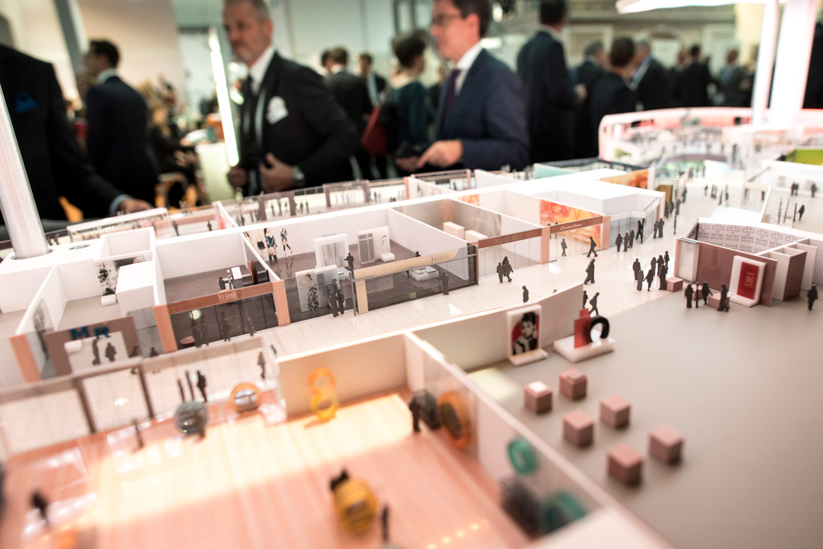Click to enlarge image exporeal2015_lb1039.jpg