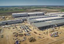Volkswagen świętuje zawieszenie wiechy pod nową fabrykę w Białężycach k. Wrześni