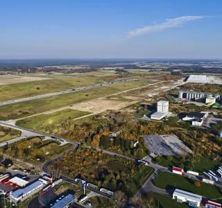 Działki inwestycyjne na terenie dawnego lotniska w Gminie Gromadka