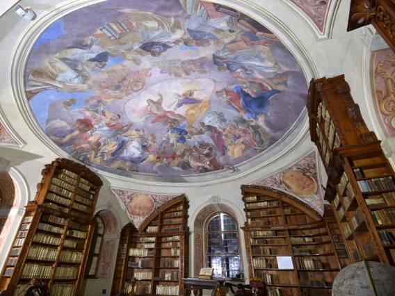 Biblioteka klasztorna w Żaganiu (fot. Jan Mazur)