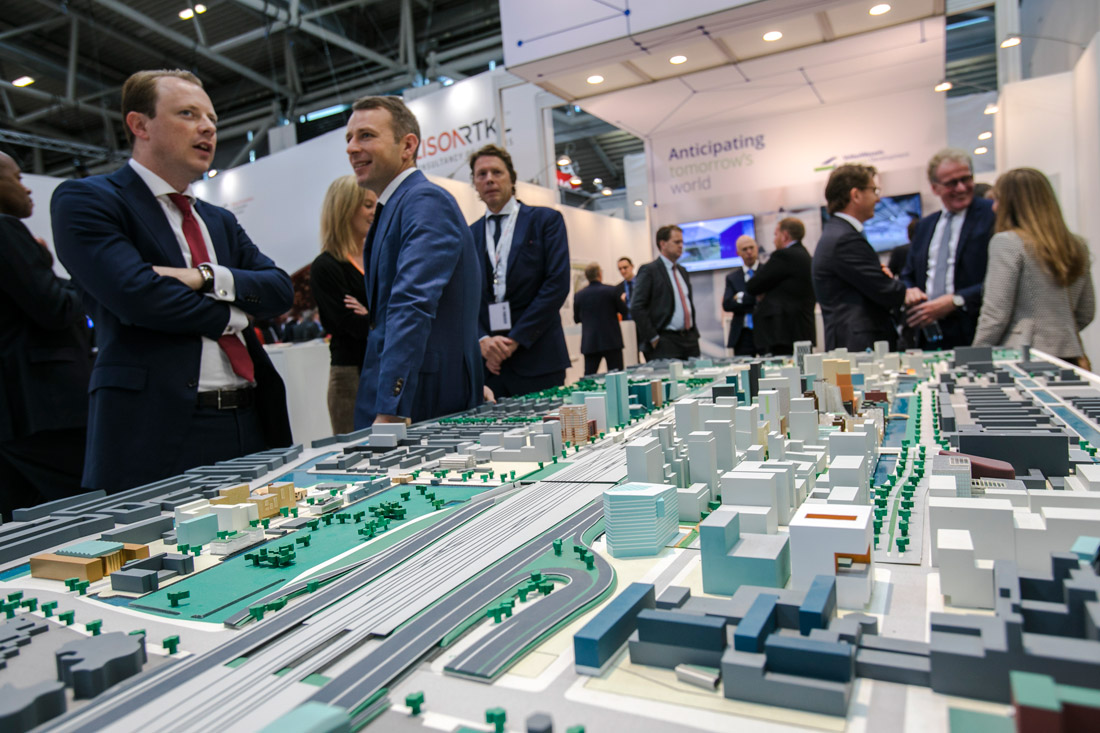 Click to enlarge image exporeal2016_as4530.jpg